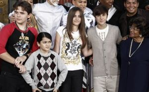 Paris Jackson hospitalizada tras posible intento de suicidio