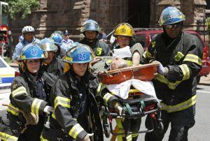 Cae edificio; 12 heridos