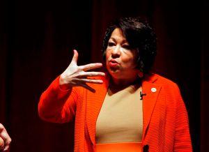Memorias de jueza Sotomayor le generan $3 millones
