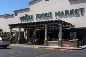 Whole Foods Market suspende empleados por hablar español