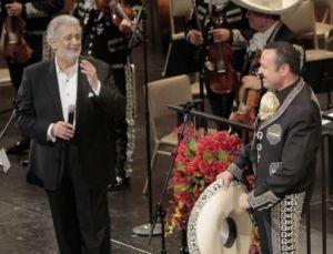 Pepe Aguilar canta en despedida a Villaraigosa
