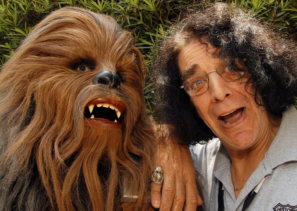 Chewbacca es detenido en Denver por su sable láser