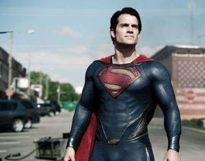 'Man of Steel' vuela a trompicones (video)