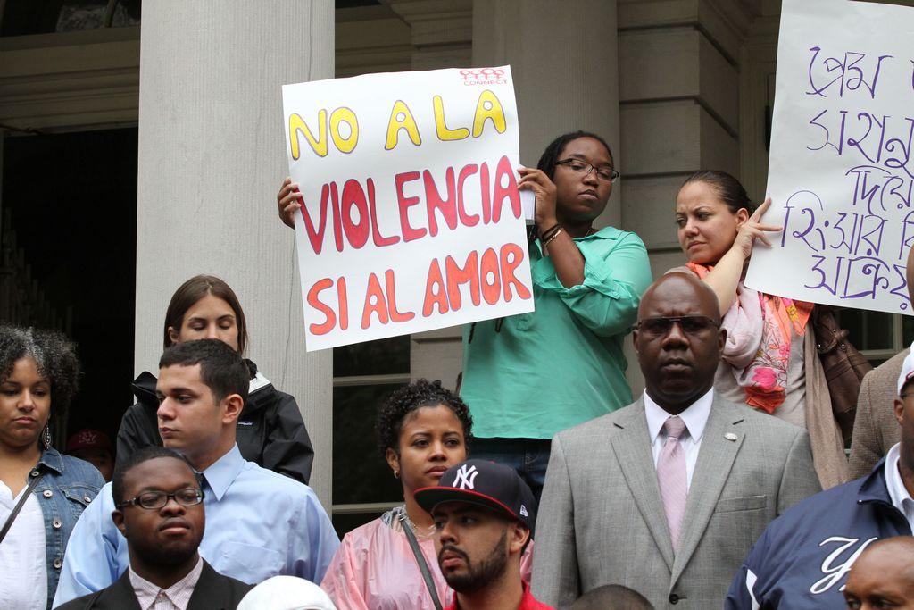 Hombres en NY juran vencer a la violencia doméstica