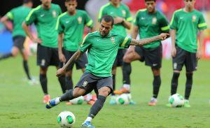 Dani Alves dice que Brasil tiene calidad de sobra