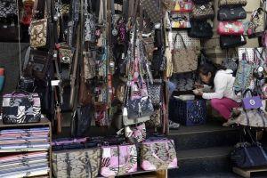 Multas y prisión por comprar artículos falsos en Chinatown