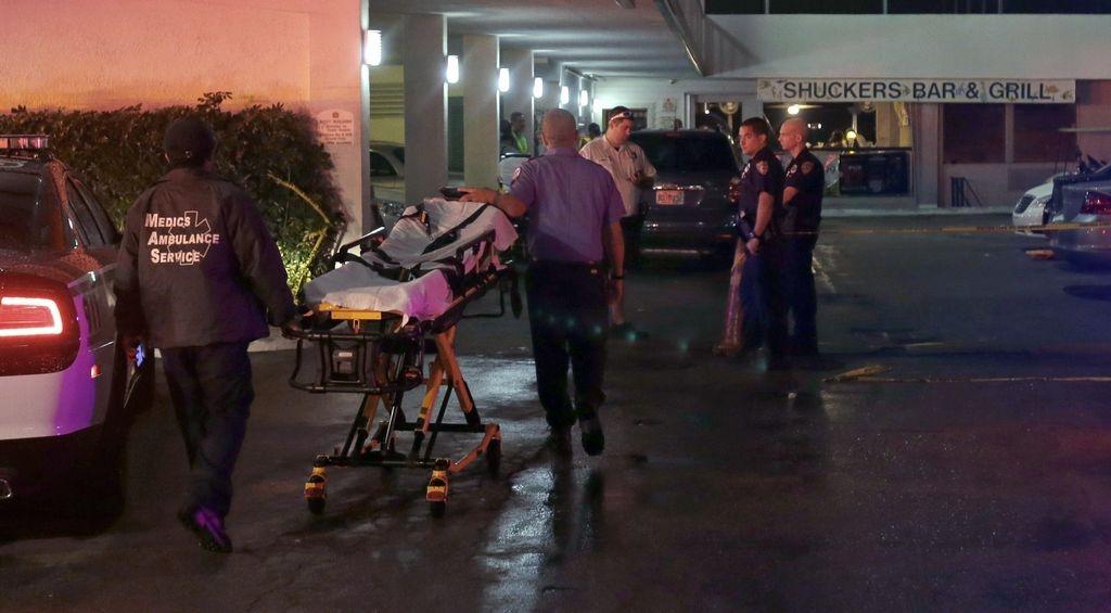 24 heridos al caer al mar terraza de bar en Miami (fotos)