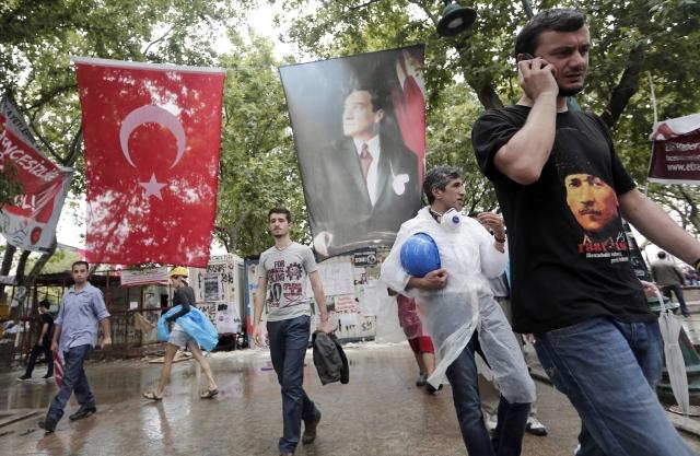 Turcos mantendrán plantón en parque