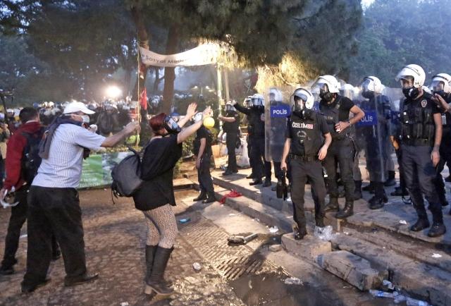 No permitirán más protestas en parque turco