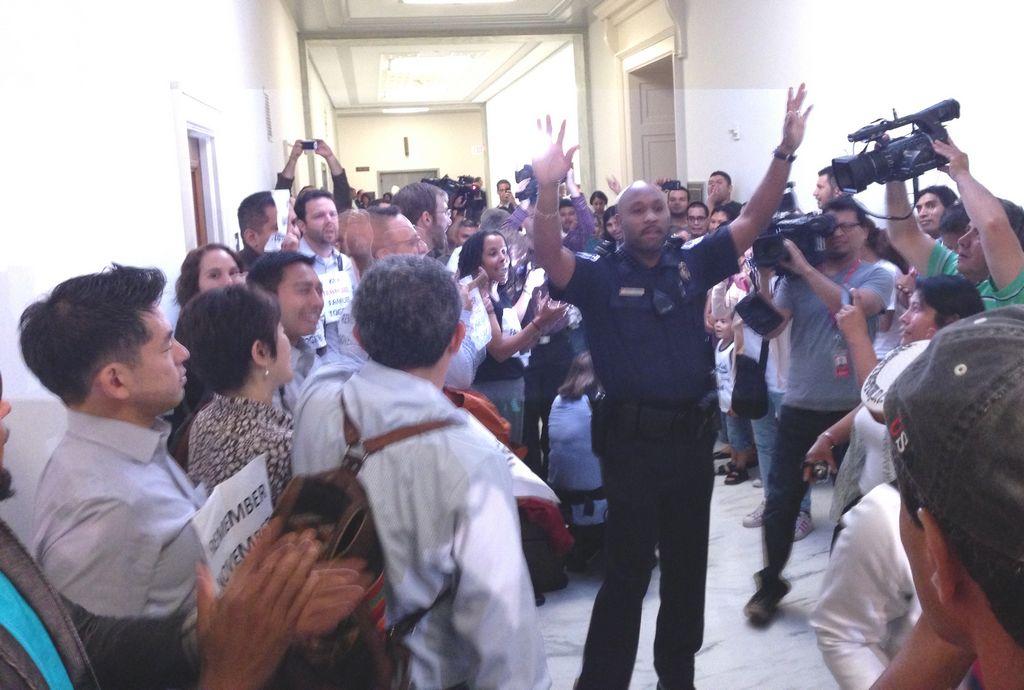 Cámara debate ley que criminaliza indocumentados