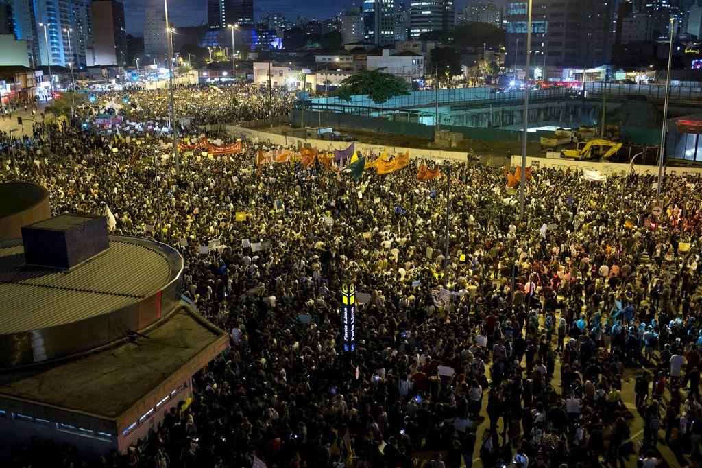 Protestas en Brasil se trasladan a las redes sociales (video)