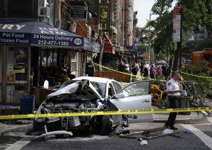 Aparatoso accidente en el East Village (fotos)