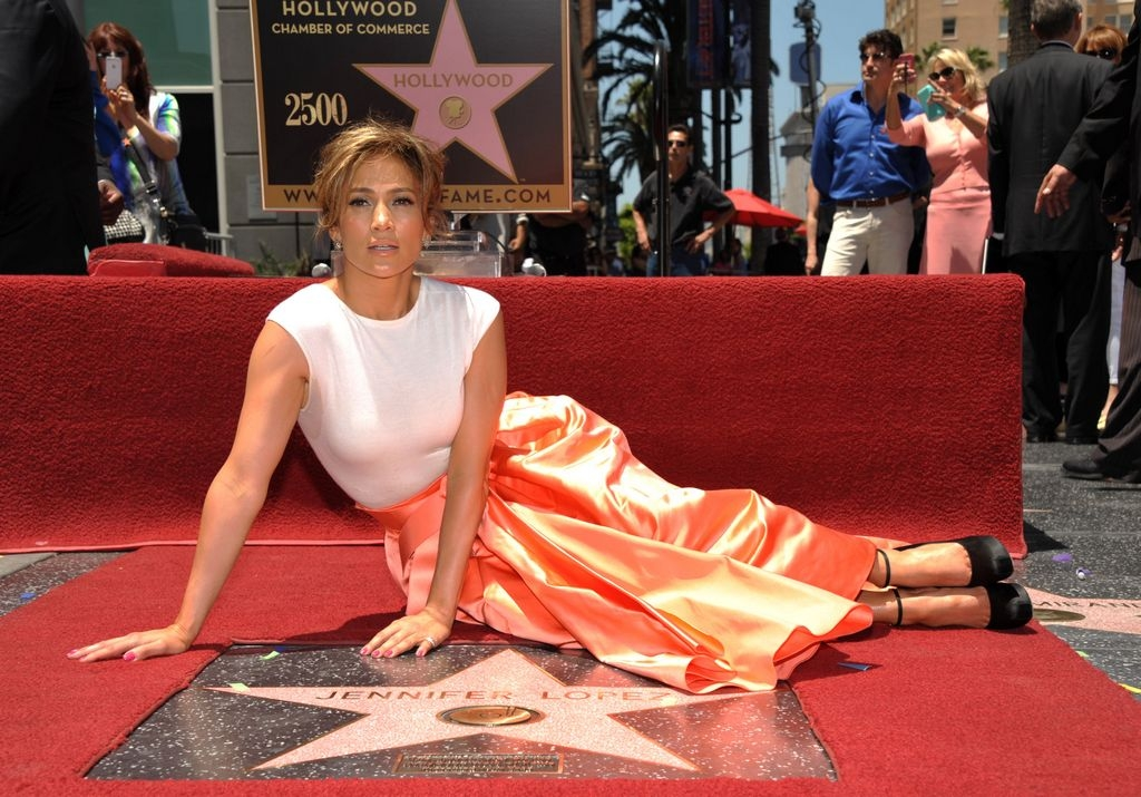 Jennifer López es la estrella 2,500 en paseo de Hollywood