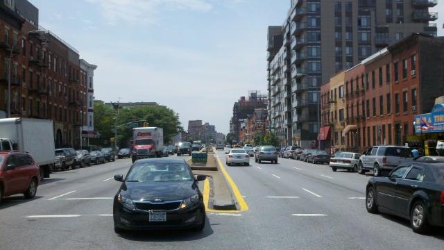 Plan de seguridad peatonal en la cuerda floja en barrio de Brooklyn