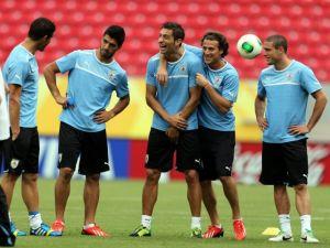 Uruguay va por una goleada sobre Tahití
