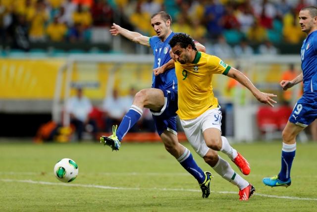 Brasil vence a Italia y termina líder