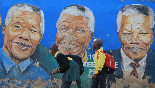 Nelson Mandela continúa grave