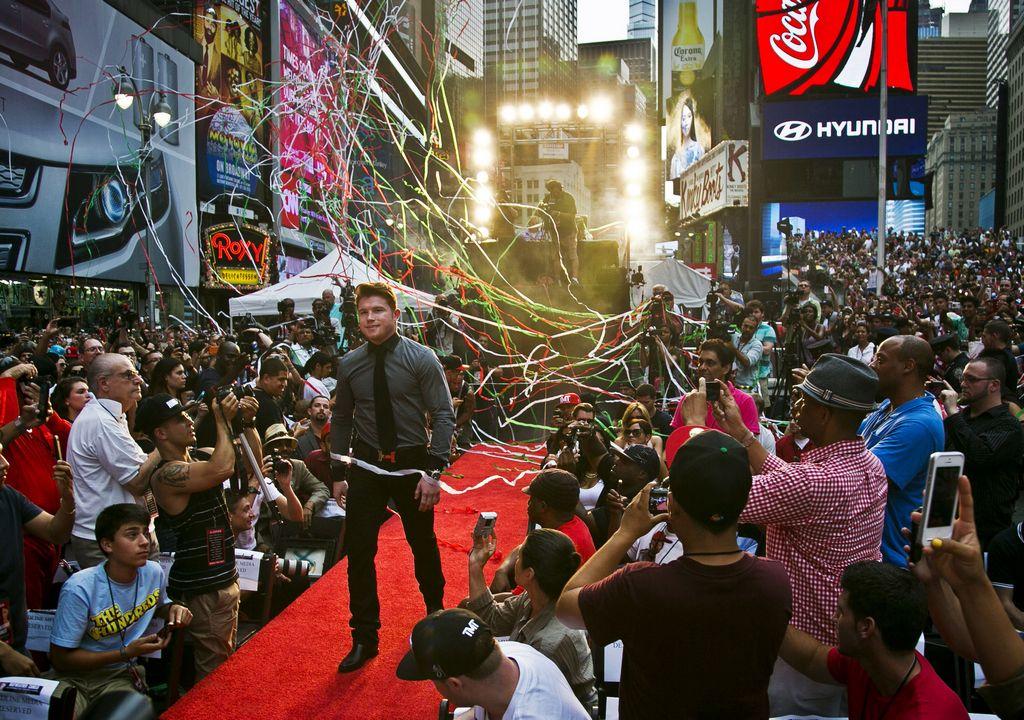 """Mayweather y """"Canelo"""" se ven las caras en Times Square (fotos)"""