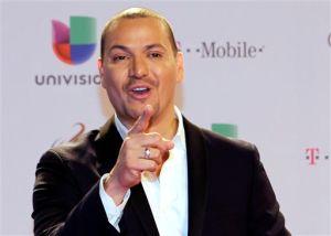 Salsero Victor Manuelle lanza a la venta nuevo álbum