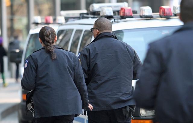 Al caso de la agente de origen dominicano, Jessenia Guzmán, hay que sumarle otros ocho sancionadas por hablar español.