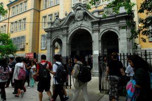 Alumnos hispanos de NYC estancados con el inglés