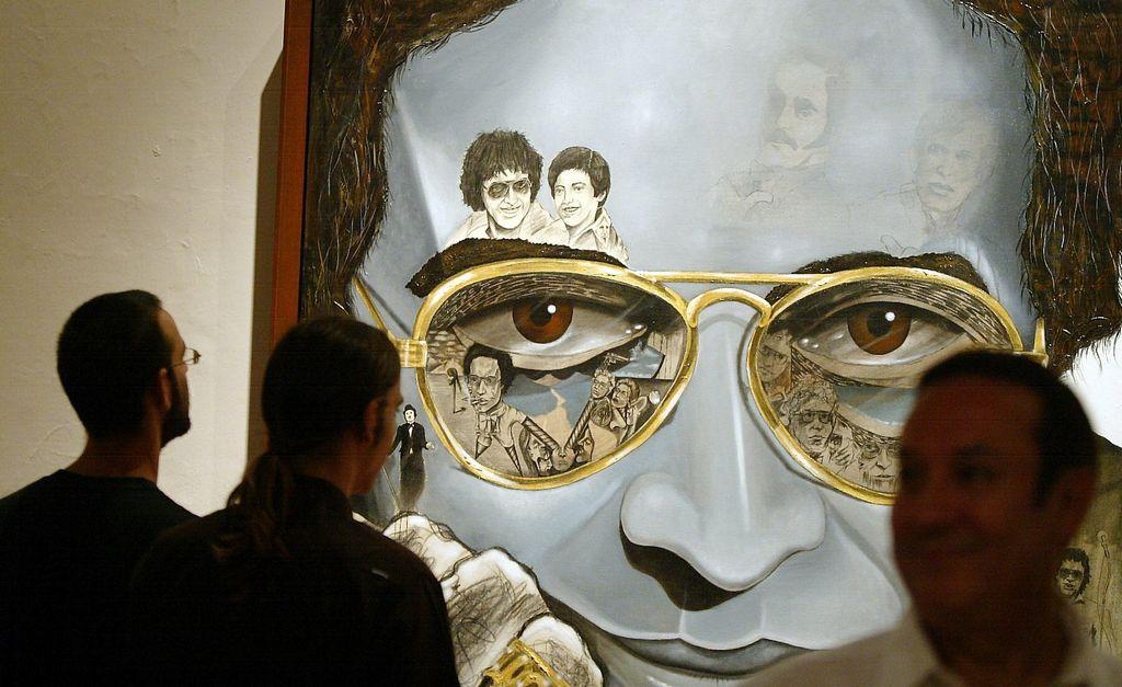 Foto de la inauguración de la primera exposición plástica, tributo al cantante Héctor Lavoe, realizada en el Museo Las Américas en el Viejo San Juan en 2006.