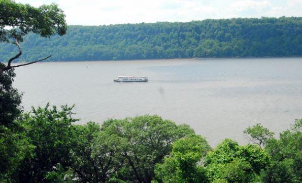 Helicóptero aterriza de emergencia en río Hudson