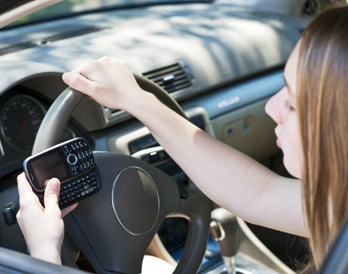 NY aumenta castigos por textear y conducir
