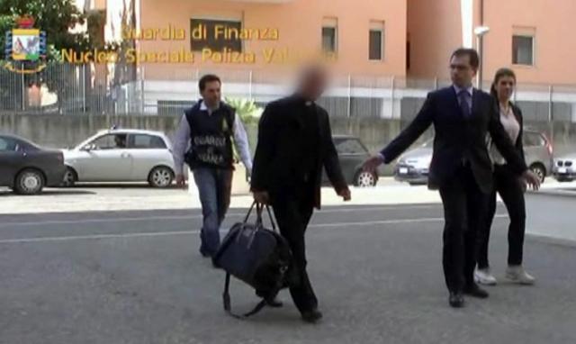 Sacerdote del Vaticano detenido dice que actuó de buena fe