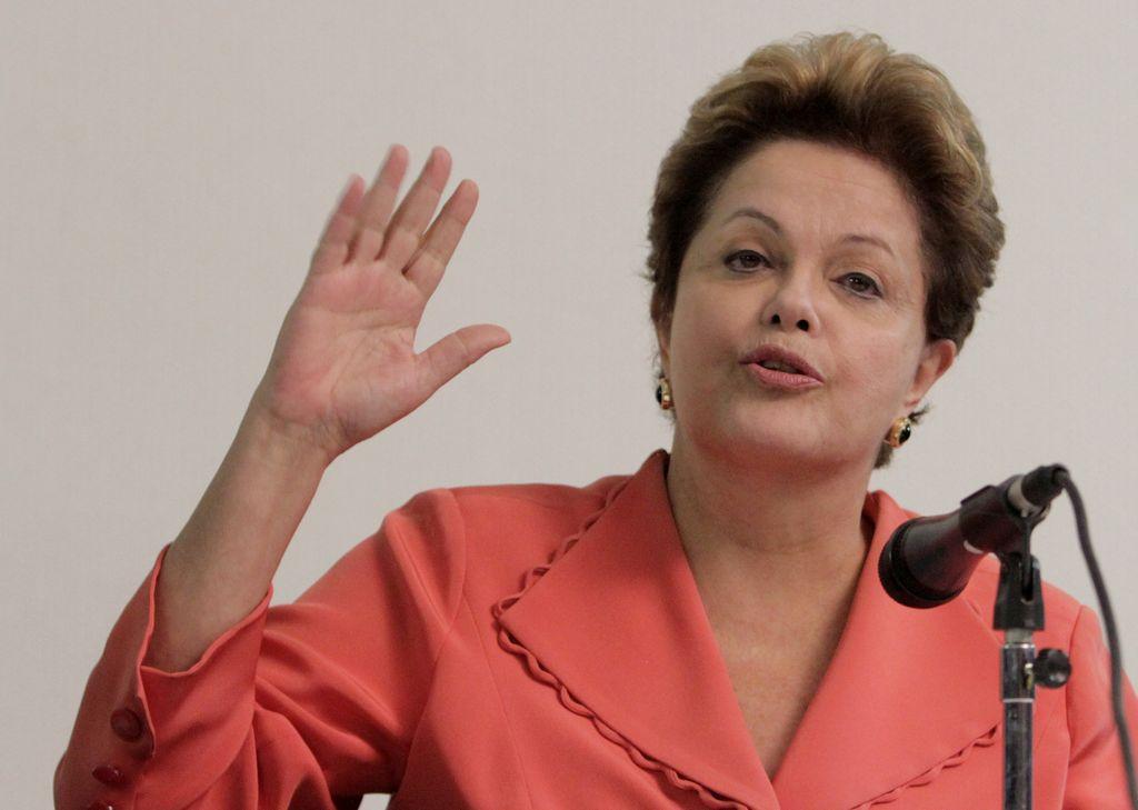 Presidenta pide plebiscito para frenar protestas en Brasil