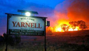 Fuego que mató 19 bomberos en AZ sigue sin control (video)