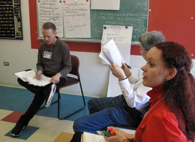 Tienden 'puente'  a inmigrantes con estudios