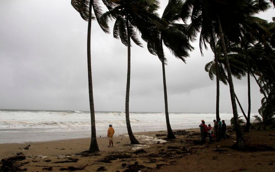 Puerto Rico se alista para recibir a la tormenta Chantal