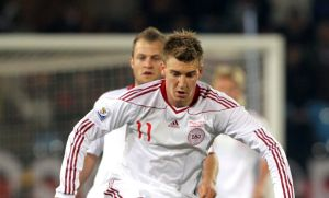 Frankfurt quiere a Nicklas Bendtner del Arsenal