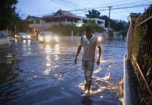 Cierran agencias en Puerto Rico por paso de tormenta Chantal