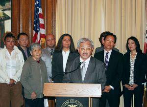 Exhorta San Francisco a adquirir ciudadanía