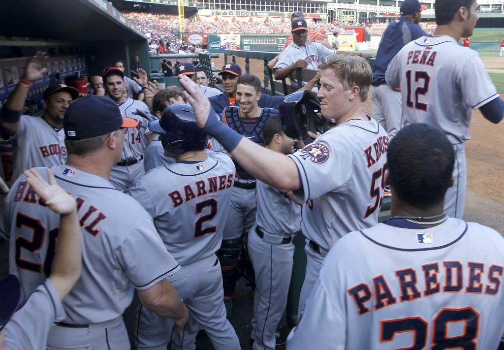 Texas Rangers firman a prospectos mexicanos