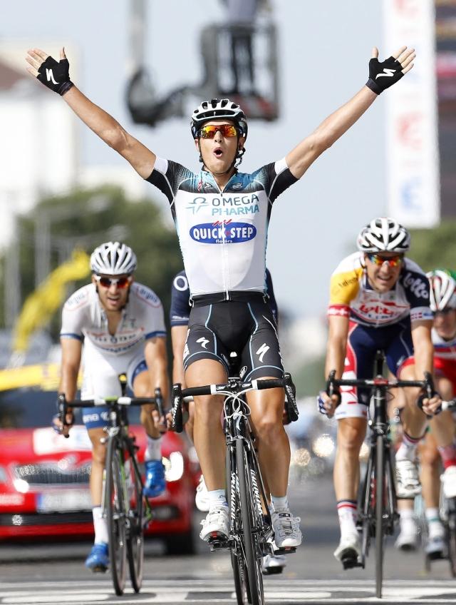 Italiano Trentin gana 14ta etapa del Tour