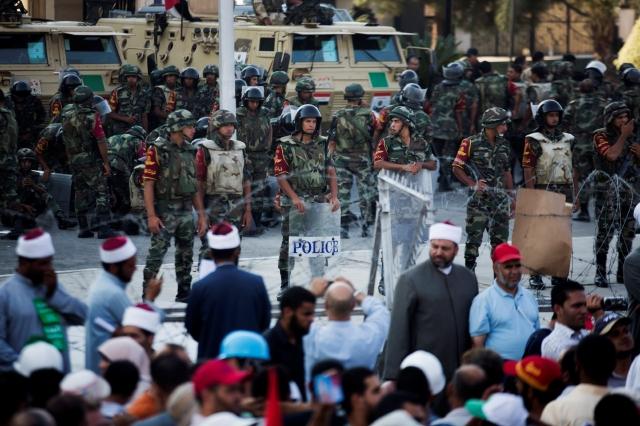 Militares egipcios piden alto a las manifestaciones