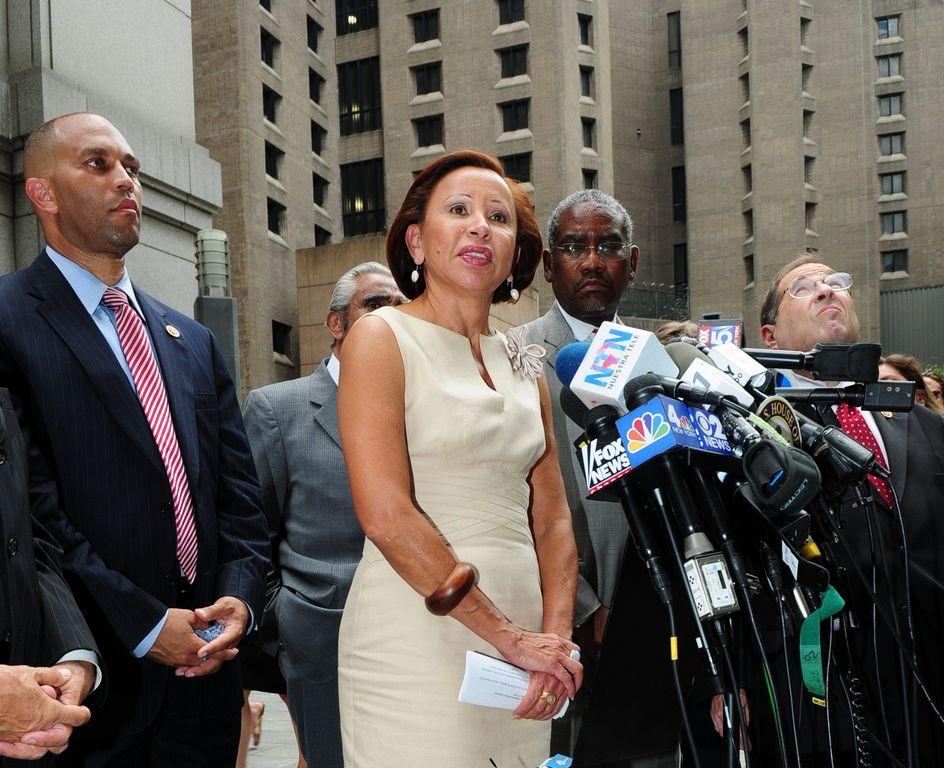 Líderes hispanos en NYC piden cargos federales contra Zimmerman