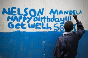 Mandela celebra su 95 cumpleaños con mejoría