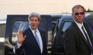 Kerry llama a canciller venezolano para entrega de Snowden