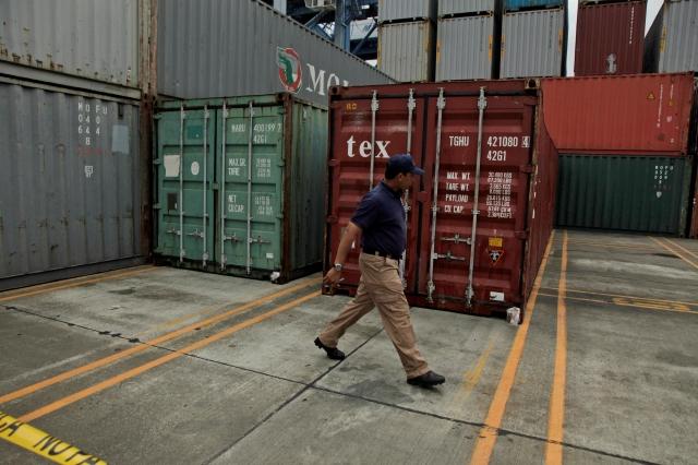 Descubren más contenedores en barco coreano