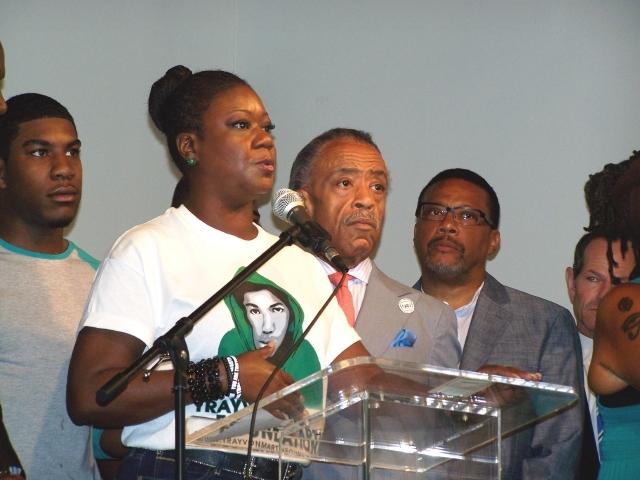 Madre de Trayvon Martin pide justicia en NYC