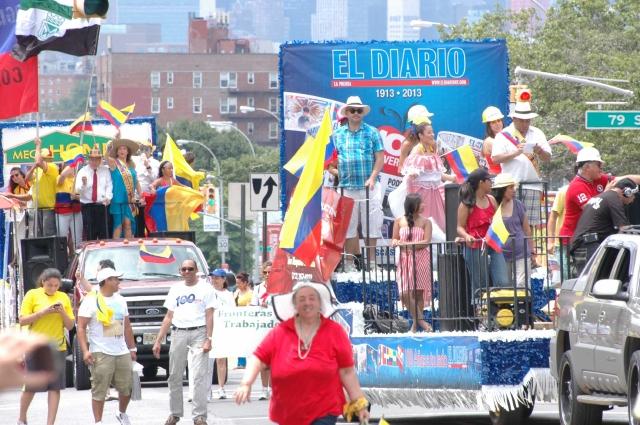 Colombianos hacen vibrar de entusiasmo a Queens