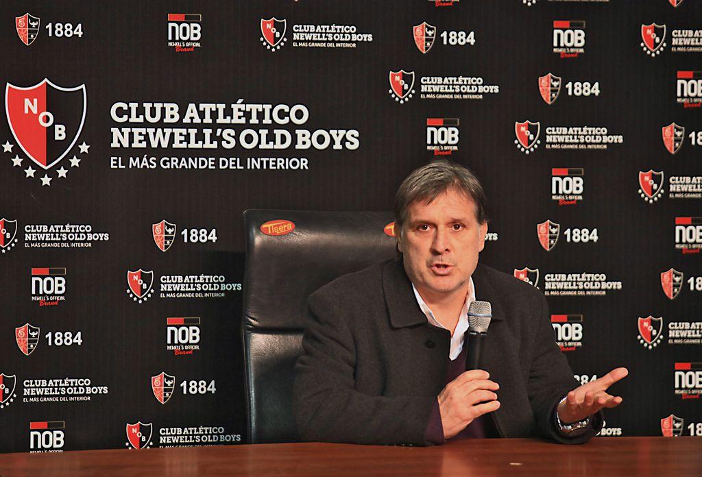 En conferencia de prensa, Martino agradece a Messi.
