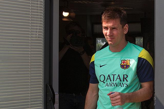 """Tanto """"La Pulga"""" como Martino de 50 años de edad volverán a coincidir en un terreno de juego desde que en 1996 Messi participara en el homenaje de despedida que se hiciera en Rosario al """"Tata""""."""