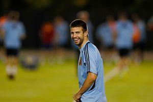 Piqué dice que Fábregas debe permanecer en Barcelona