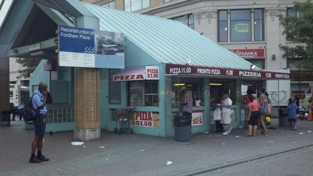 Negocios en Fordham Plaza en limbo económico