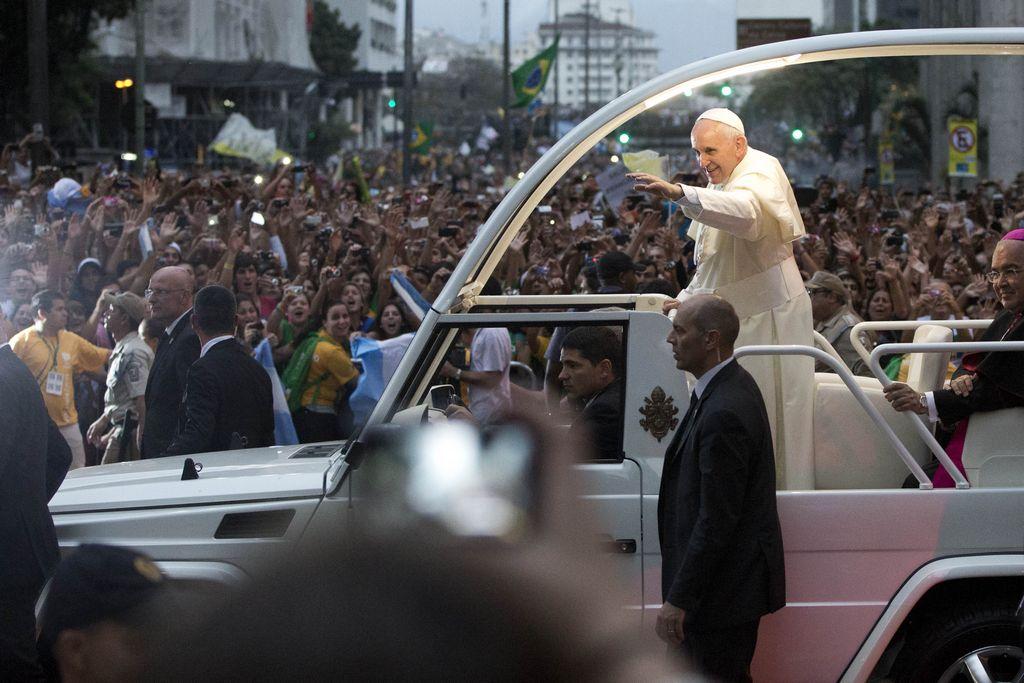 El Papa agradece impactante recibimiento en Río (fotos)
